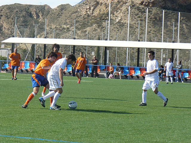 El equipo Los Pachuchos se coloca como lider en solitario de la liga de futbol aficionado Juega Limpio, Foto 4