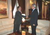 El presidente de la Comunidad, Ramón Luis Valcárcel, recibió hoy al alcalde de Ricote, Miguel Ángel Candel