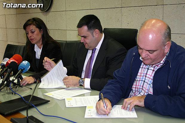 El Ayuntamiento y la Asociación Cruz Roja Española Asamblea Local de Totana suscriben un convenio de colaboración, Foto 1