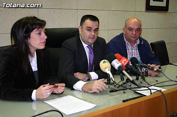 El Ayuntamiento y la Asociación Cruz Roja Española Asamblea Local de Totana suscriben un convenio de colaboración, Foto 3