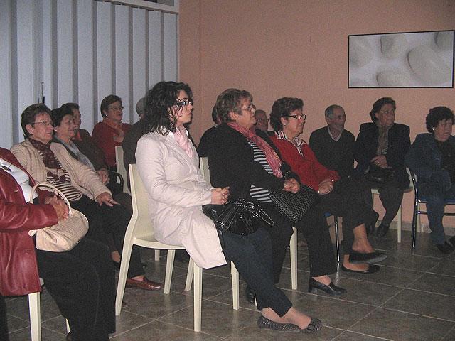El ayuntamiento y la obra social de la CAM organizan la conferencia 'Cómo comer bien' en el Hogar del Pensionista de La Estación-El Esparragal - 1, Foto 1