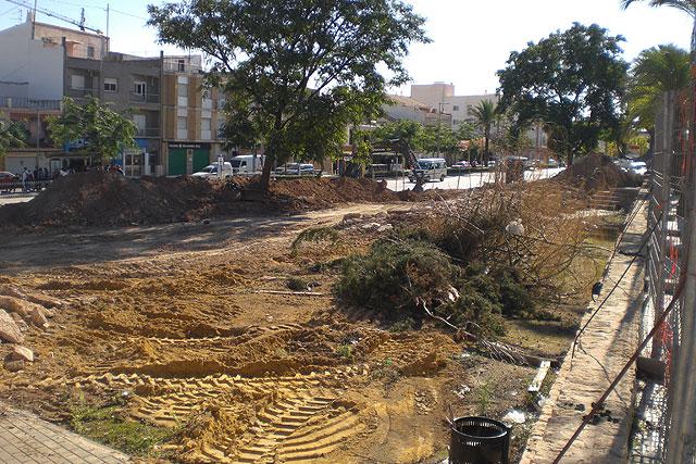 Comienzan las obras para proceder a la reforma del actual jardín de la Cruz Roja de Totana, Foto 1