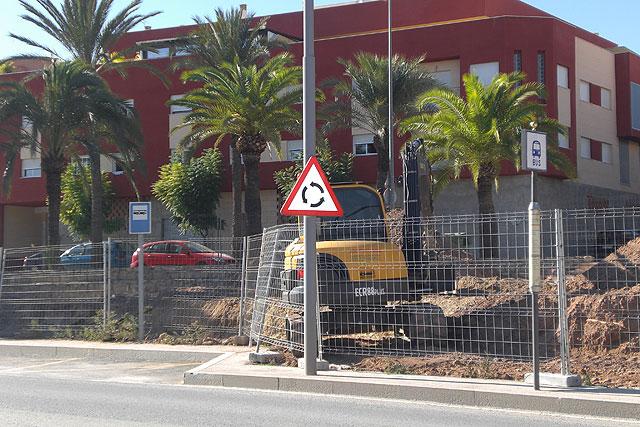 Comienzan las obras para proceder a la reforma del actual jardín de la Cruz Roja de Totana, Foto 2