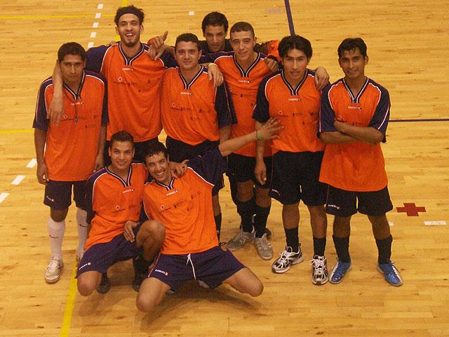 El equipo intercultural de Cruz Roja Totana gana el II Torneo Regional intercultural de Fútbol-Sala, Foto 1