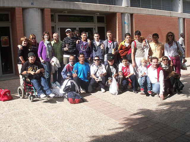 El equipo intercultural de Cruz Roja Totana gana el II Torneo Regional intercultural de Fútbol-Sala, Foto 2