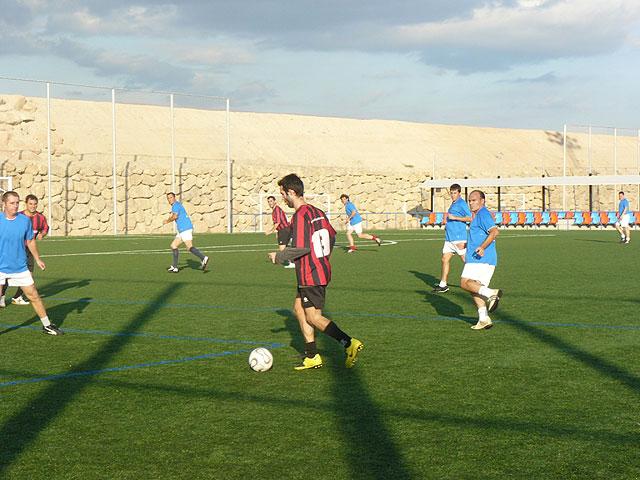 Muebles Mondrián es el nuevo lider de la liga de futbol aficionado Juega Limpio, Foto 1