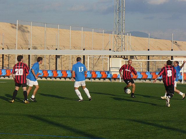 Muebles Mondrián es el nuevo lider de la liga de futbol aficionado Juega Limpio, Foto 2