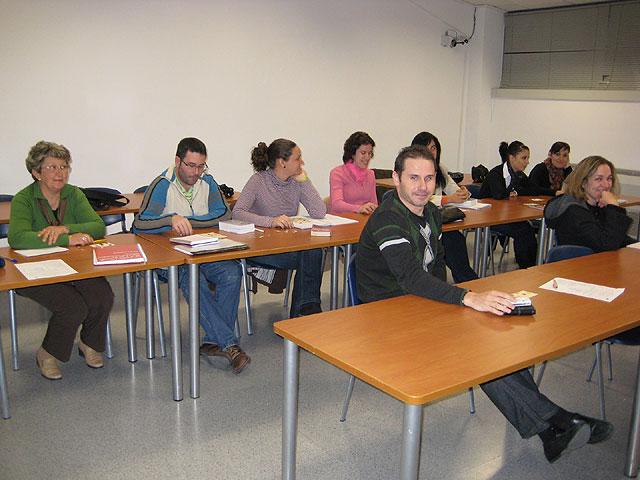 """Clausuran el curso de """"Inglés Nivel Avanzado"""", de 30 horas de duración, con la entrega de diplomas a los alumnos que han realizado esta acción formativa, Foto 2"""