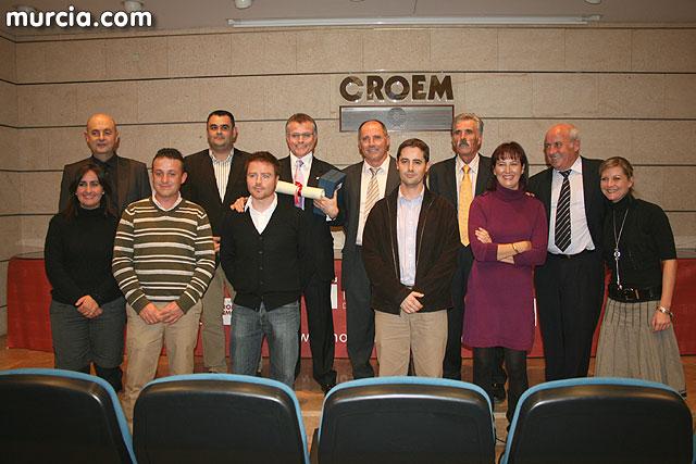 Autoridades locales asisten a la entrega de premios de la promoción inmobiliaria, Foto 1