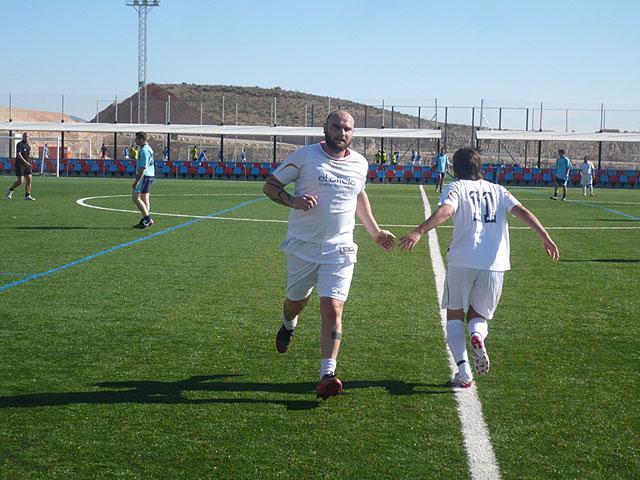 Los Pachuchos refuerzan el liderato de la liga de futbol aficionado Juega Limpio, Foto 1