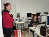 15 mujeres inician en Alcantarilla un curso de Introducción a la Informática