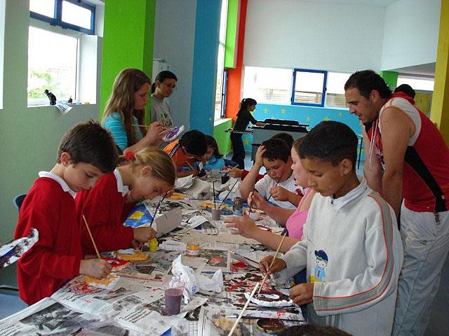 """Más de medio centenar de niños y jóvenes participan diariamente en las actividades organizadas en la """"Eduteca puzzle"""", Foto 1"""