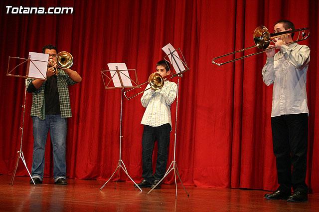 """Los alumnos de la Academia de Música deleitaron al numeroso público que se congregó en el Centro Sociocultural """"La Cárcel"""" con el Concierto de Grupos de Cámara y Solistas - 32"""
