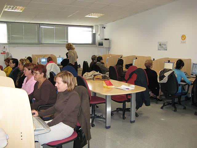 """Un total de 17 personas del municipio se formarán en el curso de """"Alfabetizacion Informatica"""", Foto 1"""