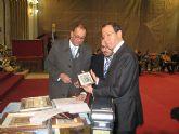 Los Plateros entregan al Alcalde el título de 'Fiel Contraste de Honor' por su apoyo a la recuperación del patrimonio