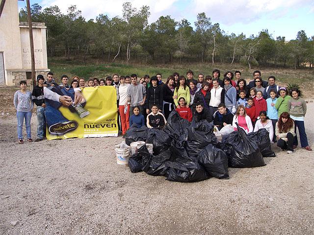Cerca de 70 miembros y voluntarios del programa 9.e se han encargado de retirar unos 200 kilos de basura del Pantano de Santomera - 1, Foto 1