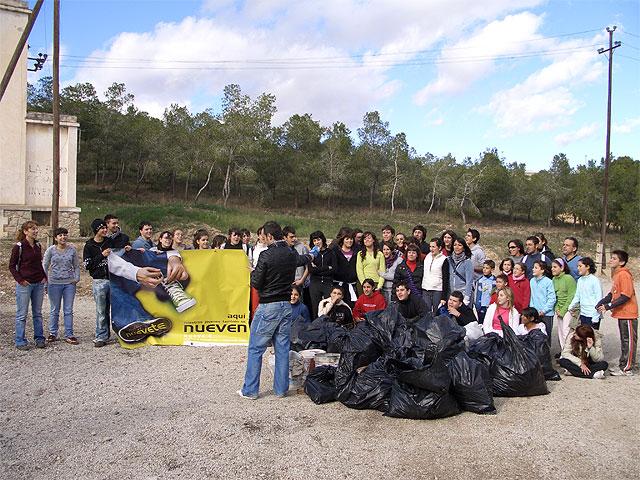 Cerca de 70 miembros y voluntarios del programa 9.e se han encargado de retirar unos 200 kilos de basura del Pantano de Santomera - 2, Foto 2