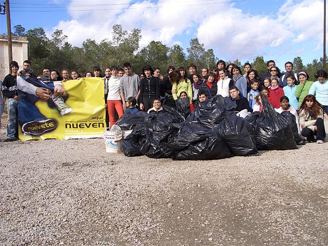 Cerca de 70 miembros y voluntarios del programa 9.e se han encargado de retirar unos 200 kilos de basura del Pantano de Santomera - 3, Foto 3