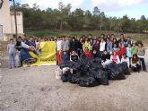 Cerca de 70 miembros y voluntarios del programa 9.e se han encargado de retirar unos 200 kilos de basura del Pantano de Santomera