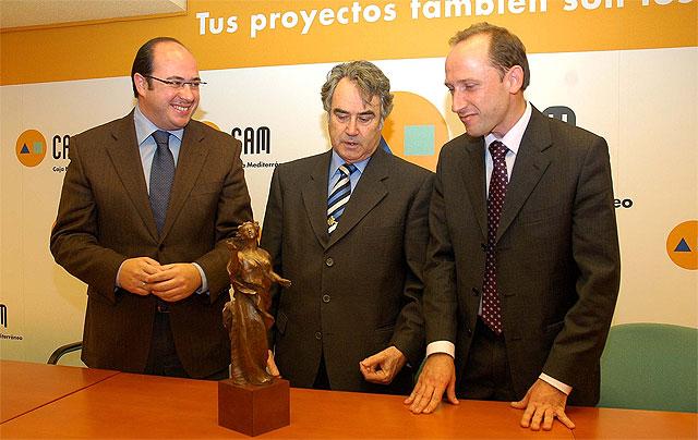 """Se presenta el boceto en bronce de la escultura """"Homenaje a la independencia"""" realizada por el escultor Juan José Quirós - 1, Foto 1"""
