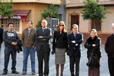 La Corporación municipal y los vecinos de Alcantarilla se concentraron en repulsa por el asesinato del empresario Ignacio Uría