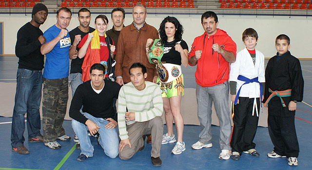 El concejal de Deportes presenta a los participantes del Campeonato Internacional entre las selecciones de Bélgica y España de Muay Thai - 1, Foto 1