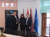 El Ayuntamiento de La Unión y La Caixa  firman un convenio para la financiación de microcréditos