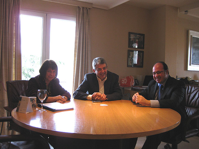 El alcalde de Puerto Lumbreras se reúne con el Presidente de Paradores de Turismo de España en Madrid - 1, Foto 1