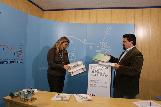 Puerto Lumbreras participa en el 'Proyecto Libro' que recoge material escolar para Perú y Nicaragua - 1, Foto 1