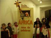 """La exposición infantil """"África: casa de palabras"""" muestra la cultura, fauna, rituales y tradición folklórica de África, huyendo de estereotipos manidos"""