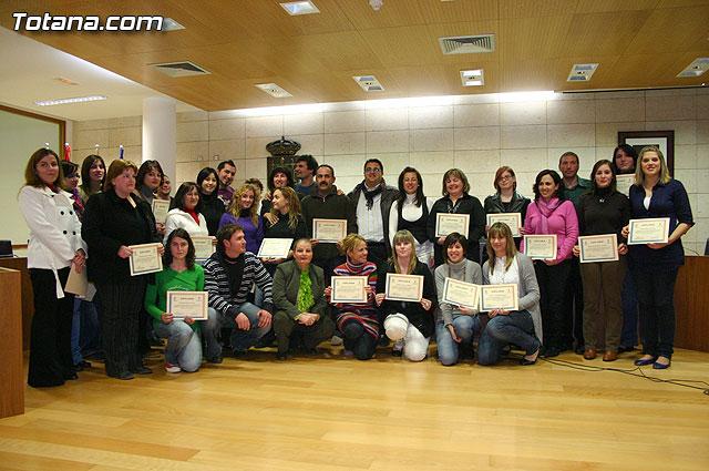"El ""Taller de lengua de signos""  se clausura con la entrega de diplomas a m�s de treinta participantes, Foto 1"