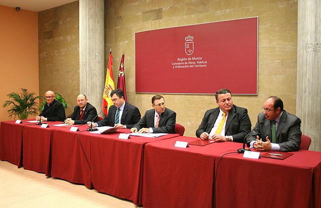 El alcalde de Puerto Lumbreras firma un convenio para la rehabilitación de la Casa del Cura - 1, Foto 1