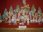 La exposición Belenes de Papel muestra en la iglesia de San Javier una colección internacional de belenes de papel recortables hasta el 6 de enero