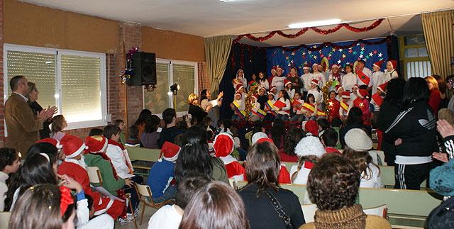 Padres y alumnos de los colegios de Puerto Lumbreras despiden el primer trimestre con una fiesta navideña - 1, Foto 1