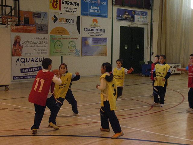La Concejal�a de Deportes organiza una jornada de Minibasket Benjam�n, Foto 1