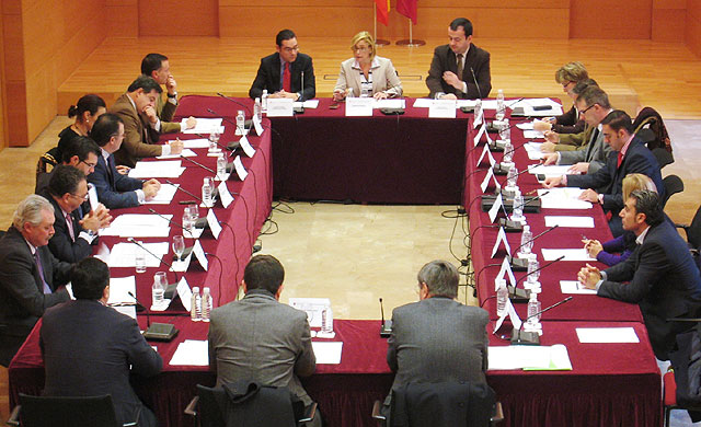 La Comunidad transferir� en 2009 casi 12 millones de euros a los ayuntamientos para gasto corriente, Foto 1