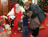 Papá Noel felicitó las Pascuas a los hijos de la comunidad universitaria