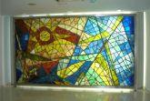 Concluye la  instalación de las monumentales vidrieras del Club Remo, obra de Muñoz Barberán