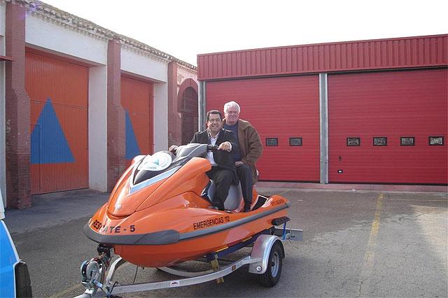 La asociación PALS dona una moto acuática al Ayuntamiento, Foto 1