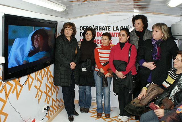 El bus informativo contra la violencia de género visita Puerto Lumbreras - 1, Foto 1