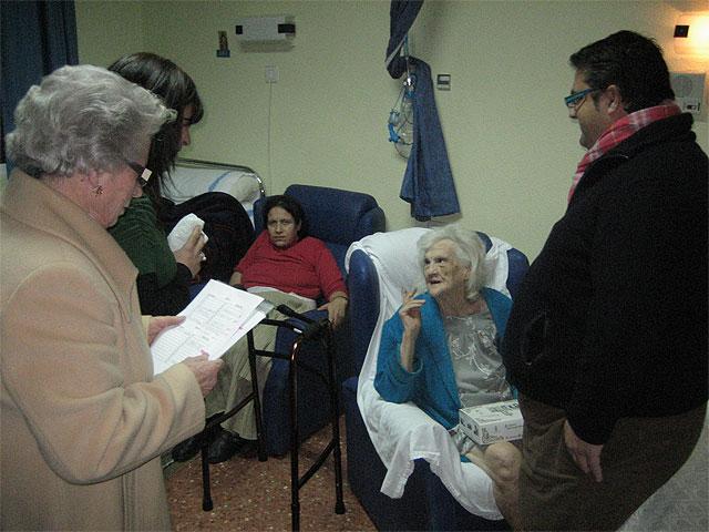 "City officials visit a Totana twenty patients admitted to the hospital ""Virgen del Alcázar"" Lorca"