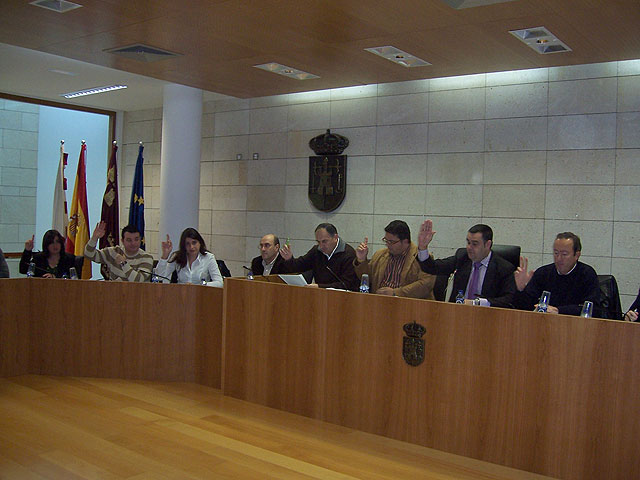 The Councillor for Education that the House propose a campaign to dignify the teacher