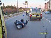 Agentes de la Policia Local de Alcantarilla intervienen en un accidente de circulación en la Avda. Príncipe de esta localidad