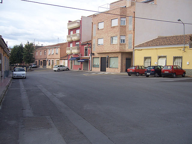 Propose that the House conduct a study to adapt the widening of the street of Las Navas