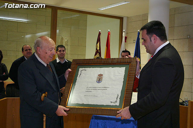 Matthew Garcia, official historian of the town, received the appointment of Adopted Son of Totana