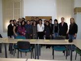 Servicios Sociales forma a jóvenes y desempleados como dependientes de comercio