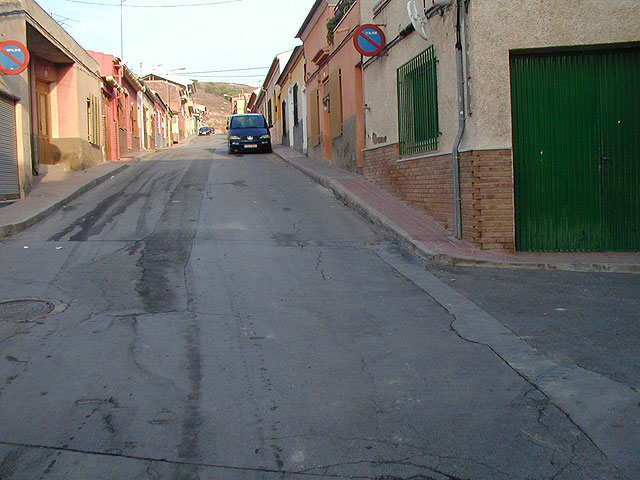 The City Council awarded the contract for replacement of sidewalks and utilities in the streets Bolivia, Virgen del Castillo, and Barranco Ródenas