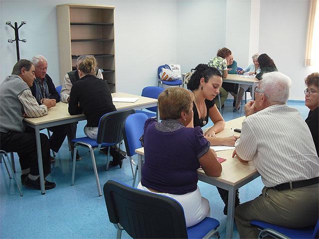 El centro de mayores acoge una charla sobre la revalorización de las pensiones de 2009, Foto 1