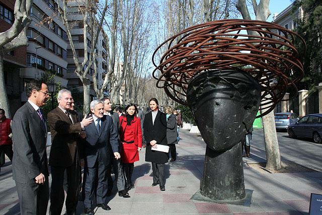 La escultura de Manolo Valdés se asoma a las calles de Murcia - 2, Foto 2