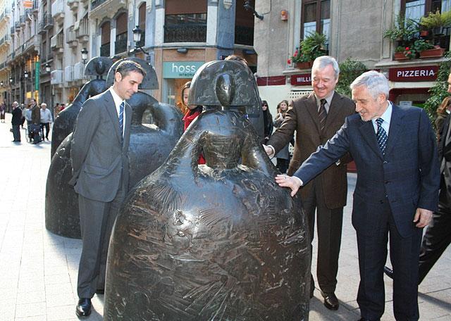 La escultura de Manolo Valdés se asoma a las calles de Murcia - 3, Foto 3